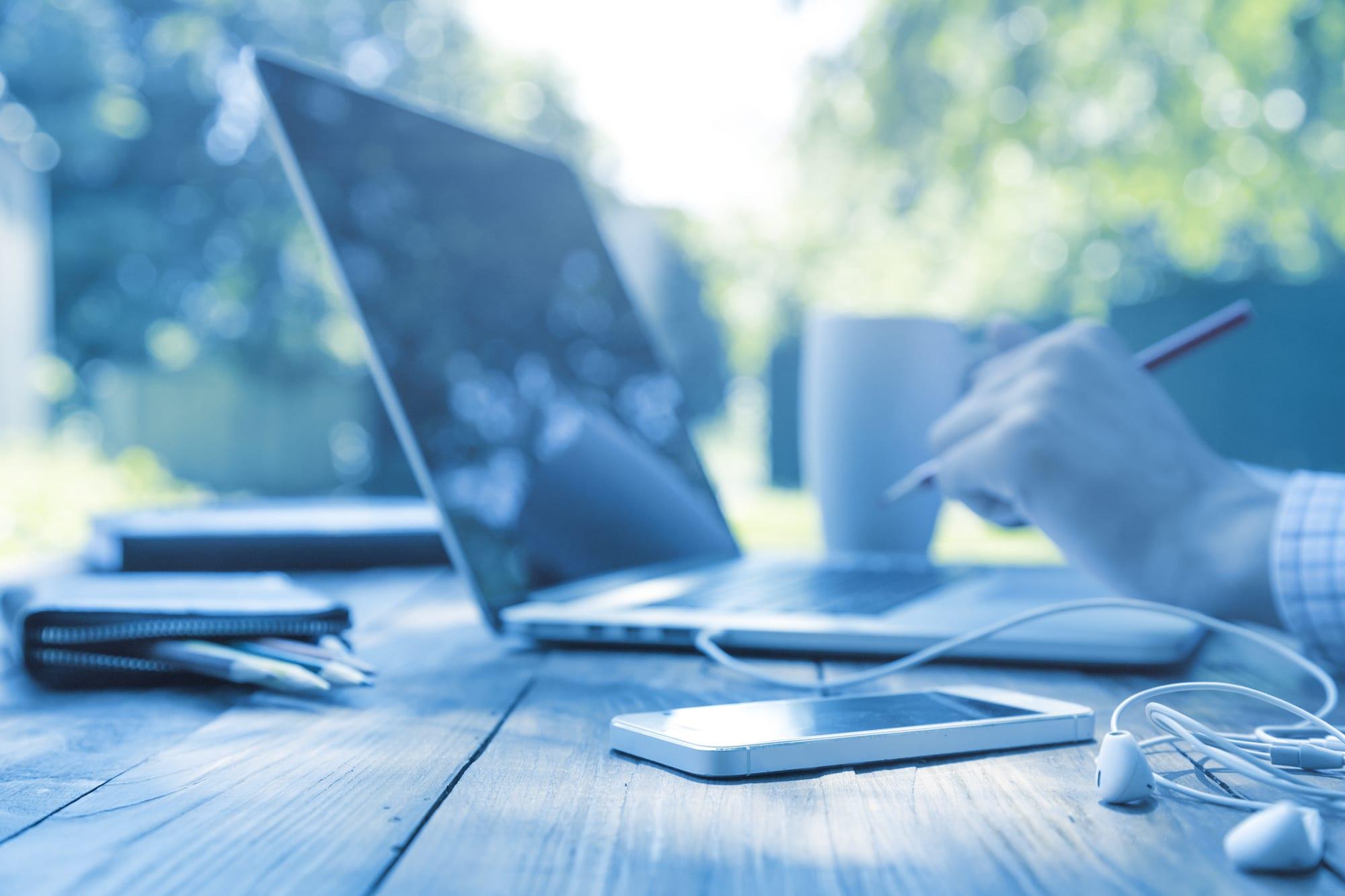 laptop-on-desk